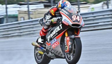 Libres Moto2 Australia 2016: la lluvia deja a Folger líder