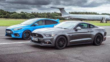 Drag race: Ford Focus RS contra Ford Mustang GT