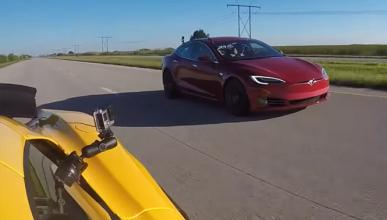 Drag race: Tesla Model S P100D vs McLaren 650S Spyder