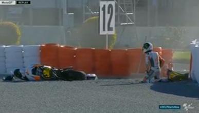 Graves caídas en la curva 12 de Valencia y Rins al hospital