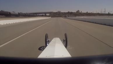 Vídeo: lo difícil que puede ser pilotar un dragster