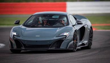 ¡Espectacular! Brutal aceleración del McLaren 675LT