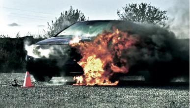 Así queda un coche tras ser arrasado por un incendio