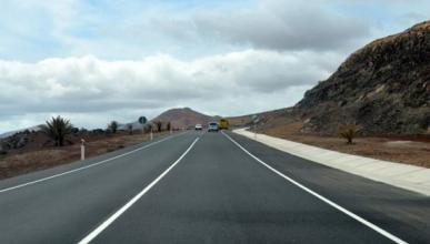 ¿Por qué en algunas carreteras no hay líneas de carriles?