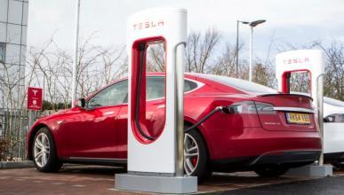 Tesla llama a revisión a 7.000 adaptadores de carga