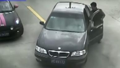 Vídeo: este conductor se equivoca de pedal y la lía parda