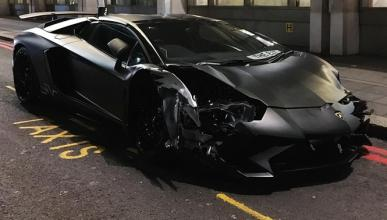 Otro Lamborghini Aventador estrellado en Londres