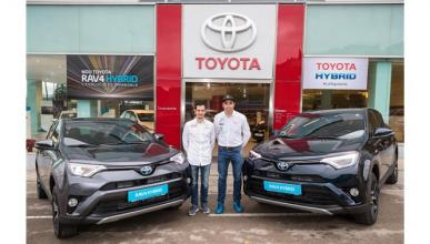 Nani Roma y Alex Haro reciben sus nuevos Toyota RAV4 hybrid