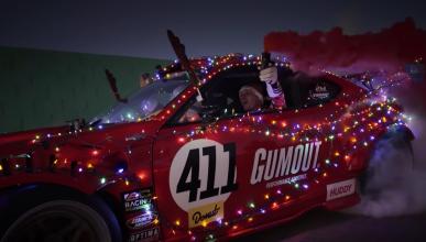 Vídeo: Papá Noel viene derrapando... ¡y a toda mecha!