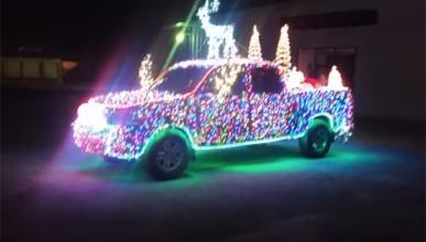 Este Toyota con 14.000 LEDs te desea Feliz Navidad