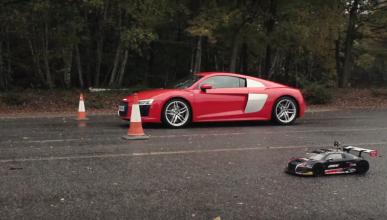 Audi R8 V10 vs R8 RC Car: ¡hora de jugar!