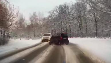 Nieve, Smart, despiste: tremendo accidente