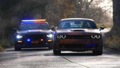 Vídeo: Shelby Mustang GT350 vs Dodge Challenger SRT Hellcat