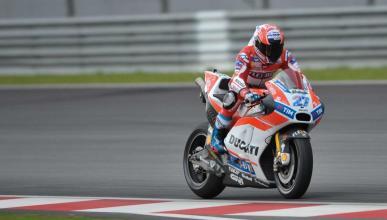 Casey Stoner rueda con la Ducati de Jorge Lorenzo en Sepang