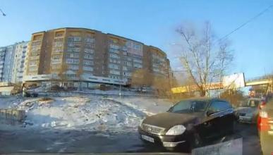 Vídeo: evita por centímetros varios accidentes