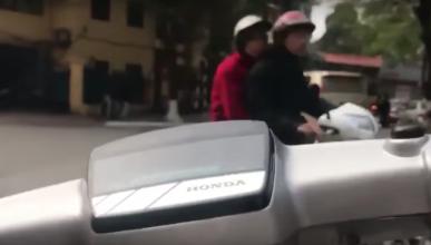 Vídeo: montar en scooter es un deporte de riesgo