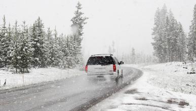 Conducir con nieve y hielo todoterreno peligro