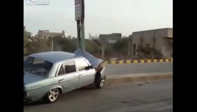 Un mecánico choca un Mercedes W123 contra una mediana