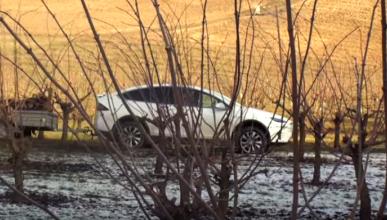 El Tesla Model X, a tope por el bosque