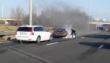 Vídeo: un Ferrari California T sale ardiendo en Bélgica