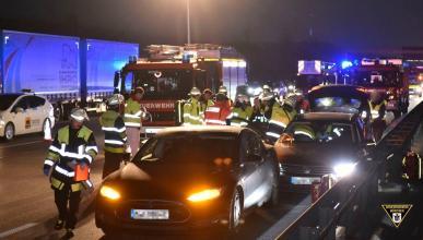 Conductor Tesla salva vida a otro conductor