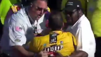 Vídeo: la carrera de NASCAR que acabó a puñetazos