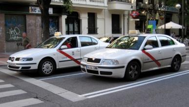 Los taxistas arremeten contra Uber y Cabify