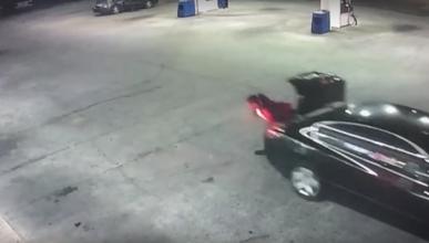 Vídeo: secuestrada se escapa en marcha de un maletero