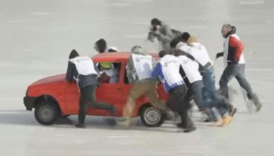 Vídeo: curling con coches, solo en Rusia
