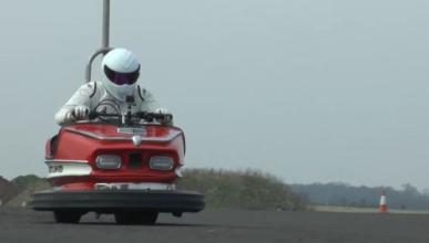 The Stig bate el récord de velocidad en un coche de choque