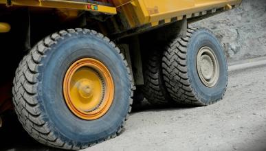 En vídeo: así se repara una rueda gigante de 30.000 euros