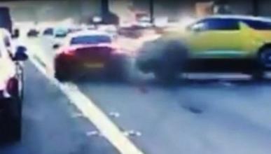 Este BMW Z4 provoca un tremendo accidente por impaciente