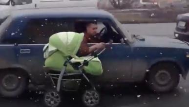 Arrastra el carrito del bebé ¡por fuera del coche!