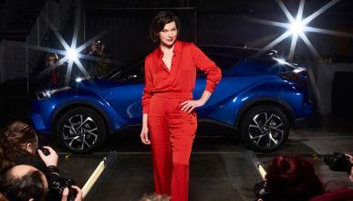 Mila Jovovich, la musa del Toyota C-HR