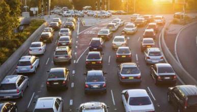 Las 8 reglas de oro para conducir en un atasco, en vídeo