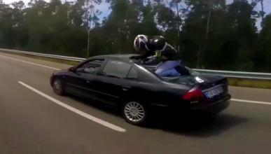Vídeo: motorista acaba encima de un coche tras accidente