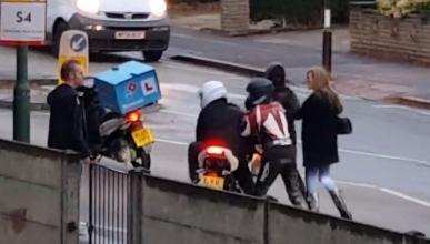 Vídeo: Vergonzoso intento de robo de moto en Reino Unido