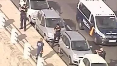 Vídeo: neutralizado un hombre que deambulaba con un hacha