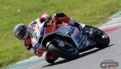 Chaz Davies prueba la Ducati de MotoGP