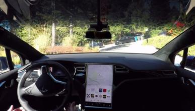 Vídeo: Tesla autónomo conduce y aparca completamente solo