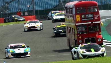 Vídeo: autobús de dos pisos en el circuito de Silverstone