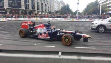 Accidente de Verstappen en la exhibición con Toro Rosso