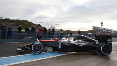Alonso completa 32 vueltas en su segundo día con McLaren