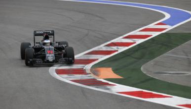 Alonso vuelve a los puntos en Rusia con un mejor McLaren