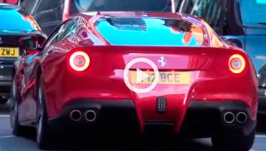 Bernie Ecclestone, pillado al volante de su Ferrari F12