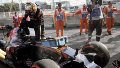 Carlos Sainz abandona en Bakú tras muchos problemas