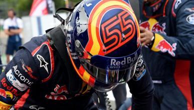 Carlos Sainz, en el box de Toro Rosso