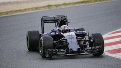 Carlos Sainz completa los primeros kilómetros con el STR11