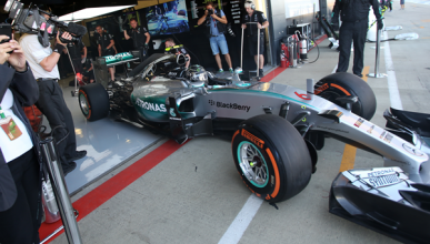 F1. Libres 1 GP Gran Bretaña 2015: Rosberg lidera