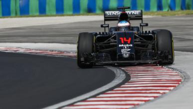 Fernando Alonso se ve en la Q3 de Hungría